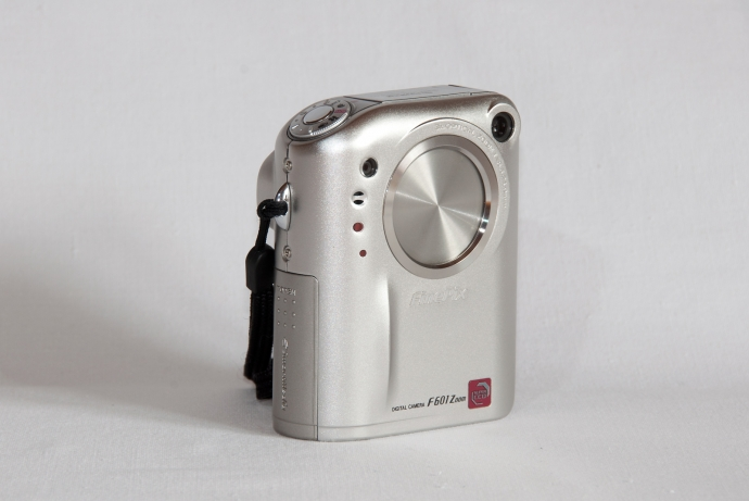 fuji-f601-zoom-front